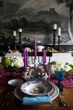 The Makerista styles a traditionally colorful Thanksgiving table - and we spot our gorgeous gold flatware from Porta Forma! Click for more of her styling tips...