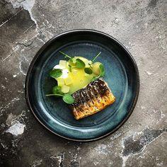 314 mentions J'aime, 6 commentaires – Daniel Watkins (@chefdanielwatkins) sur Instagram : « Miso glazed mackerel, smoked egg, apple, watercress. #muddyfingers #britishmade #food #foodporn… »