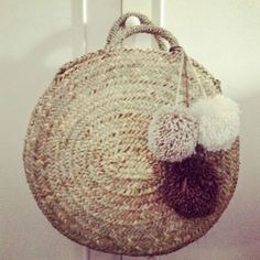Inspiritation for what to do w Boho Bags, Beaded Clutch, Basket Bag, Summer Bags, Knitted Bags, Fashion Bags, Straw Bag, Purses And Bags, Creations