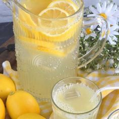 There& nothing like the taste of perfectly sweet and tart homemade lemonade on a hot summer day. This recipe has only three ingredients and will take you back to the summers of your childhood. Masala Chai, Butter Pasta, Butter Chicken, Snacks Für Die Party, Cold Brew Kaffee, Vegetarian Baked Beans, Vegetarian Recipes, Green Pea Salad, Basic Scones
