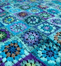 Crochet Granny Squares Blanket shades of blue granny square- I really like the pinwheel squares and the fact that its not perfect- looks like something achievable Granny Square Crochet Pattern, Crochet Blocks, Crochet Squares, Crochet Granny, Crochet Motif, Crochet Yarn, Crochet Patterns, Crochet Afghans, Crochet Blankets