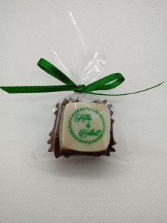 Minden bonbonunk kérhető egyedi felirattal, egyesével csomagolva, tetszőleges színű szalaggal. Minden, Sugar, Cookies, Desserts, Diy, Wedding, Food, Crack Crackers, Tailgate Desserts