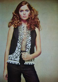Jeanne Lanvin (Jules-François Crahay) P/E Mannequin Barbara Bach. 1969 Fashion, Retro Fashion, Fashion Models, Fashion Beauty, Vintage Fashion, Jeanne Lanvin, Scarlett Johansson, Inspiration Mode, Glamour