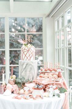 Geometric modern wedding cake topper #wedding #weddingideas #cake #cakedecoration #copper #marble #glam