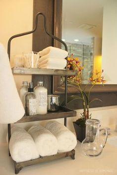 洗面台周りに置いておきたい小物類もきれいにまとめて。こちらはアンティーク風の3段ラック。これならお客様も使いやすいですね☆