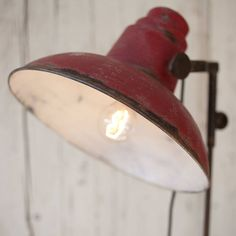 Are you interested in our vintage floor light? With our standard lamp you need look no further.