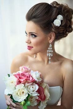 свадебные прически классические и макияж с яркими губами фото