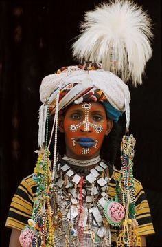 The Wodaabe (Fula: Woɗaaɓe) or Bororo are a small subgroup of the Fulani ethnic group. They are traditionally nomadic cattle-herders and traders in the Sahel, with migrations stretching from southern Niger, through northern Nigeria, northeastern Cameroon, and the western region of the Central African Republic | Grands Reporters - Tchad