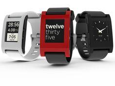 El reloj inteligente Pebble que recaudó 10 millones de dólares en Kickstarter ya es una realidad - Más info en http://www.teknofilo.com/el-reloj-inteligente-pebble-que-recaudo-10-millones-de-dolares-en-kickstarter-ya-es-una-realidad/