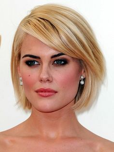 Rachael Taylor - pulling off the golden blonde hair vs dark eyebrows thing with style