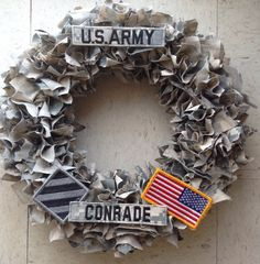 Support our troops with a customized wreath. Army Girlfriend, Army Mom, Army Life, Military Life, Boyfriend, Military Party, Military Crafts, How To Make Wreaths, Crafts To Make