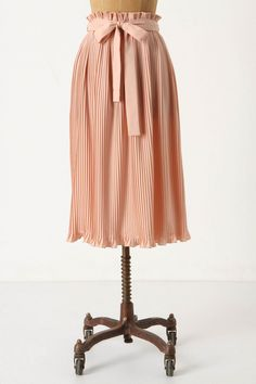 Million pleats, million smiles. Perfect for a stroll through a San Francisco museum.