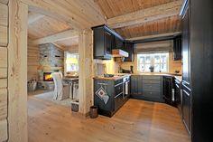 VA05677 retusj Log Homes, Rustic Decor, Interior And Exterior, Small Spaces, Interior Decorating, Real Estate, Dining, Inspiration, Furniture