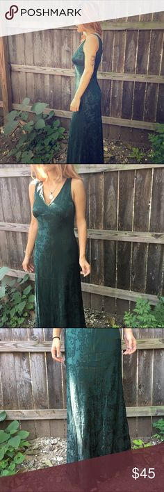 🌷VINTAGE🌷 Dark Green Evening Formal Sexy Gown Bust: 32' Waist: 28' Length: 58'. 50% Rayon 50% acetate. Tagged as 5/6. Roberta  Dresses Maxi