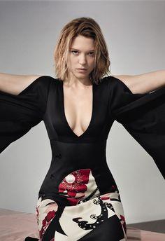 Léa wears Kansai kite silk print kimono dress by Alexander McQueen