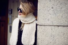 Raspberry & Rouge / HIDING //  #Fashion, #FashionBlog, #FashionBlogger, #Ootd, #OutfitOfTheDay, #Style