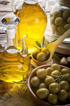 20 Amazing Olive Oil Benefits And Uses For Skin, Hair & Health - Page 3 of 3 - Geeky Amira Antipasto, Olive Oil Benefits, Healthy Life, Healthy Eating, Healthy Fats, Greek Olives, Cooking With Olive Oil, Cooking Oil, Healthy Living Magazine