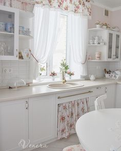 33 Gorgeous Romantic Kitchen Decoration Ideas - Are you trying to convey a romantic theme within your home? This isn't such a bad idea as there are a lot of furniture and fixtures you can choose fro. Vintage Kitchen Curtains, Vintage Kitchen Decor, Home Decor Kitchen, Kitchen Furniture, Kitchen Interior, Kitchen Decorations, Cozinha Shabby Chic, Shabby Chic Kitchen, Shabby Chic Homes
