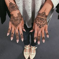 Épinglé par gunni molph sur henna хна, мехенди et узоры хной. Henna Hand Designs, Mehandi Designs, Best Mehndi Designs, Beautiful Henna Designs, Bridal Mehndi Designs, Henna Tattoo Designs, Bridal Henna, Wedding Henna, Henna Tattoo Hand
