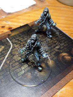 Fantômes (Les Demeures de l'Epouvante v2) Board Game Geek, Board Games, Game Terrain, Figs, Case, Geek Stuff, Statue, Painting, Painting Tutorials
