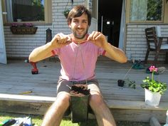 How to make your own upside down tomato planter #organic #garden #eco