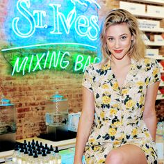 "tonitopaz: ""lilireinhart: I'm so happy I got to make a pit stop in NYC at the #stivesmixingbar where I made my own watermelon agave face scrub using their all natural ingredients. Now my face smells..."