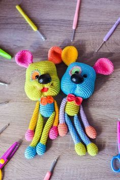 Crochet Bear, Crochet Patterns Amigurumi, Cute Crochet, Amigurumi Doll, Crochet Animals, Crochet Dolls, Crochet Mignon, Rainbow Dog, Yarn Colors