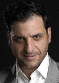 Daniel Campomenosi es un actor argentino, ex integrante del grupo Los Prepu, actualmente se presenta en la obra teatral Buenas Noches Muchas Gracias, y Buenos Aires en Carrera.    http://robertoramasso.com/daniel-campomenosi/