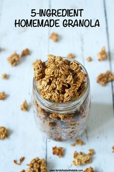 An easy, light homemade granola with just 5 basic ingredients (and no oil needed)! Perfect for breakfast or snacking and great for on-the-go! snacks 5 min homemade granola (+ video) - Family Food on the Table Vegan Granola, Peanut Butter Granola, Granola Bars, Granola Clusters, Best Granola, Clean Eating Snacks, Healthy Snacks, Clean Eating Granola, Recipes