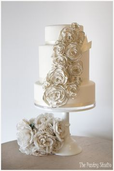Gold Wedding Cake #elegant #weddingcake