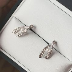 We had a client who bought one of our #mistletoe pieces, dangled the box above his wife's head, leaning in for a #kiss. We thought this was such a #romantic idea! That's one everyone should be copying. 😄💋 We're open until 8pm today! Get in touch and book to browse last minute.