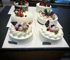 Bolos de chantilly Mini Cakes, Cupcake Cakes, Boutique Patisserie, Whipped Cream Cakes, Parfait Desserts, Buttercream Flower Cake, Log Cake, Dessert Decoration, Cake Shop