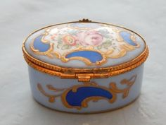 Blue-and-Floral-Design-Pill-Box-Marked-Limoges-Paris-Signed