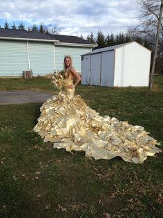 Gold lame', brocade, re-embroidered organza and 24 karat gold Swarovski crystals were used to create this dress by designer Sondra Celli Gypsy Wedding Gowns, My Big Fat Gypsy Wedding, Ugly Wedding Dress, Gipsy Wedding, Big Wedding Dresses, Bridesmaid Dresses, Wedding Bouquets, Prom Dress, Ugly Dresses
