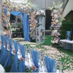 Arch Flowers...this scaled down though. Too much blue