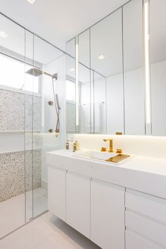 Who out there LOVES a clean bathroom? Loved the pebbles on the wall of the box, it was beautiful and . House, Home Staging, Bath Design, House Styles, Bathroom, Interior Design, Bathroom Cleaning, Bathroom Design, Bathtub