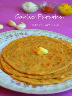 Tasty Appetite: How to make Garlic Paratha / Indian Garlic Bread / Step-by-step Recipe: Indian Snacks, Indian Food Recipes, Gourmet Recipes, Vegetarian Recipes, Cooking Recipes, Ethnic Recipes, Bread Recipes, Indian Flat Bread, Indian Breads