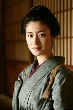A Japanese beauty, Koyuki.      Photo from : cinemacwb.blogspot.com