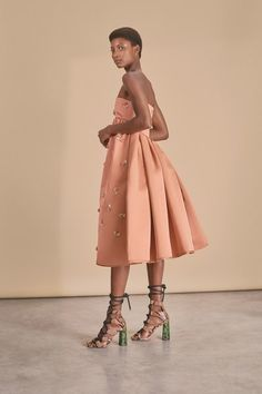 See the full Rochas Resort 2019 collection.