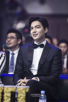"Hallyu star Lee Min Ho was crowned as the most influential actor during the Weibo Movie Night"" awards ceremony. According to his agency, MYM Entertai Jung So Min, City Hunter, Asian Actors, Korean Actors, Korean Dramas, Lee Min Ho Smile, Korean Celebrities, Celebs, Jun Matsumoto"