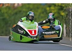 Dave Molyneau (and Patrick Farrance). Molyneau victories at Isle of Man TT. Scooters, Japanese Motorcycle, Racing Motorcycles, Super Bikes, Road Racing, Tricycle, Motorbikes, Race Cars, Pilot