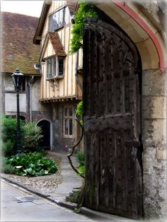 ~Tudor Style House in Winchester, England~