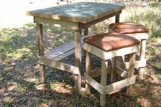 #BarStools, #Garden, #PalletTable, #RecyclingWoodPallets Pallet wood with recycled top for the bar, pallet wood stools with recycled leather seats.