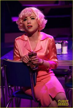 Carly Rae Jepsen as Frenchy. Not the best actress/singer but she was cute. Grease Musical, Grease Movie, Grease 1978, Grease 2, Frenchy Grease, Grease Is The Word, Grease Hairstyles, Carly Rae Jepsen, Hollywood Life