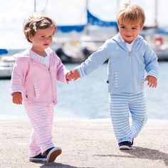 Adorable little outfits! I would love to have twins next time around !