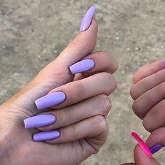 Kylie Jenner's Nail Polish & Nail Art Ongles Kylie Jenner, Uñas Kylie Jenner, Acrylic Nails Kylie Jenner, Kylie Jenner Nails, Coffin Nails Designs Kylie Jenner, Lilac Nails, Lavender Nails, Pastel Nails, Cute Nails
