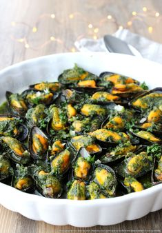 Baked mussels with parsley butter Spices are laughing Baked Mussels, Cooking Recipes, Healthy Recipes, I Want To Eat, Summer Recipes, Italian Recipes, Four, Entrees, Main Dishes