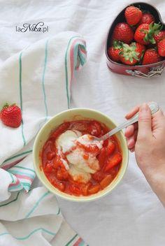 Gotowa kasza manna na mleku z truskawkami i rabarbarem 2