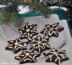 "Fursecuri cu cacao ""Fulg de nea"" | Retete culinare cu Laura Sava - Cele mai bune retete pentru intreaga familie Christmas Cookies, Christmas Wreaths, Food And Drink, Gift Wrapping, Chicken, Holiday Decor, Sweet, Desserts, Sweets"