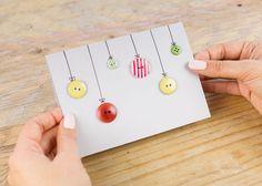 Eine kreative Idee und ein paar wenige Materialien – im Nu sind schöne Weihnachtskarten gebastelt. Auf DIY-Blogs lassen sich schöne Vorschläge finden, zum Beispiel wie man mit Knöpfen und Garn bunte Weihnachtskugeln zaubert. Foto: DaWanda